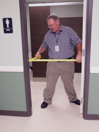 Papp measures the width of a doorway