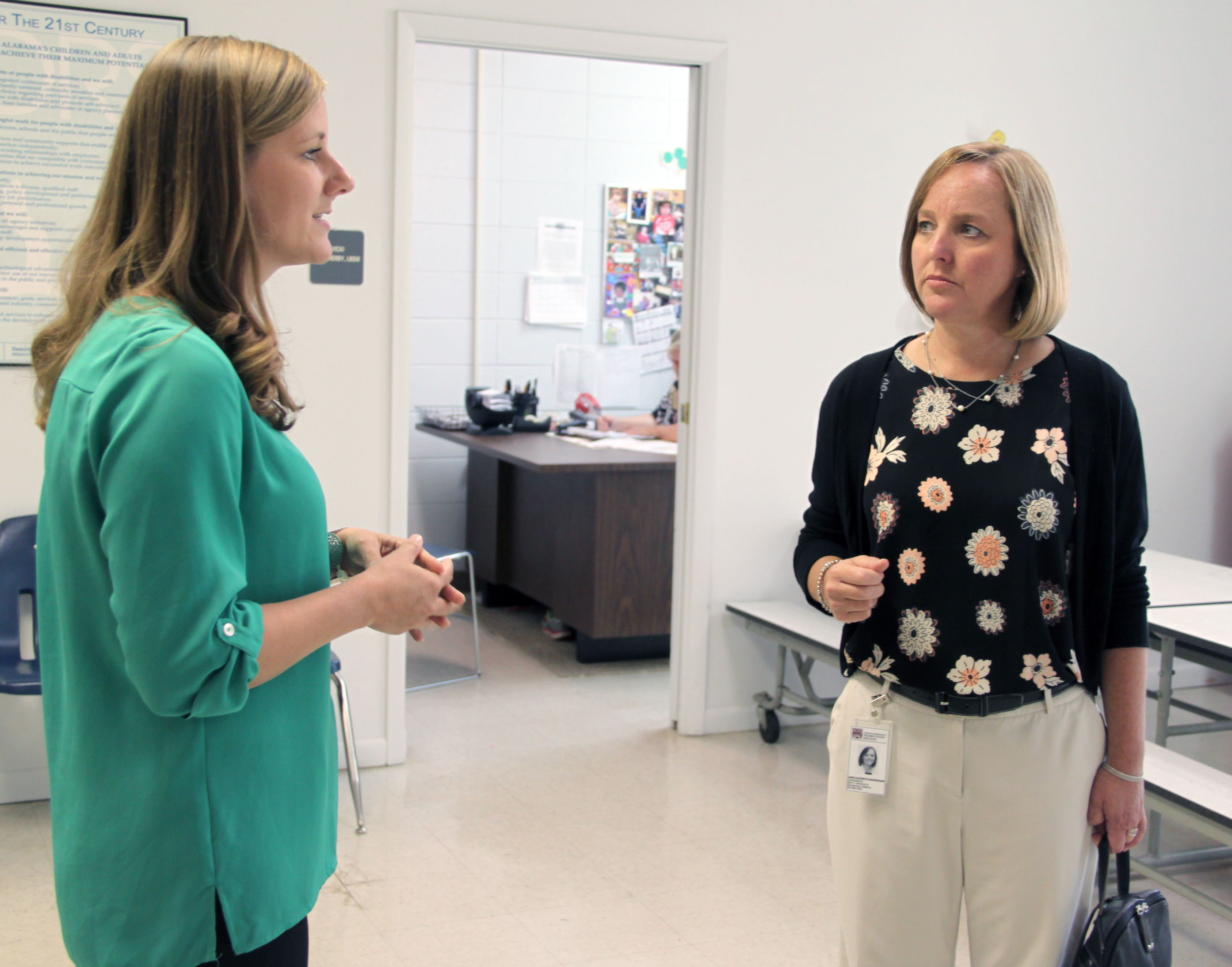 commissioner s muscle shoals offices blind services staff muscle shoals crs office coordinator kimberly wright spends a few minutes commissioner burdeshaw